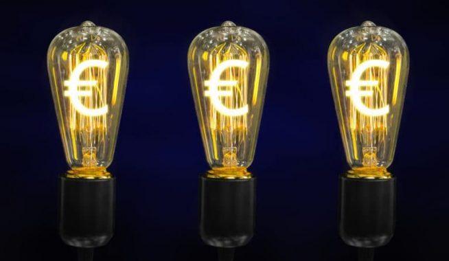 Ampoules allumées avec euros lumineux